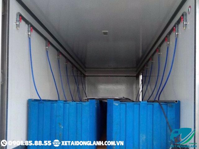 bên trong thùng bảo ôn xe tải isuzu 6 tấn
